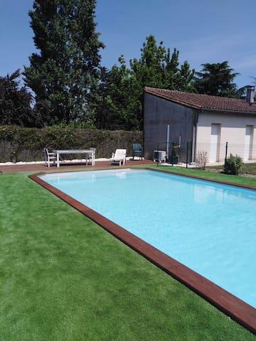 Chambre avec accès piscine