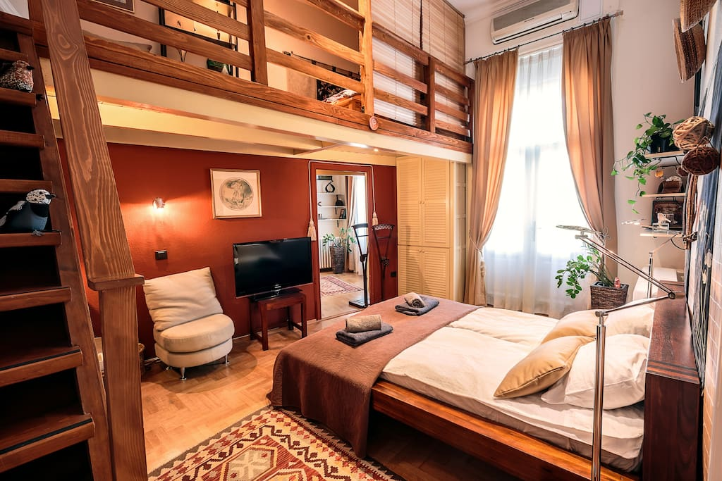 Large bedroom, with open gallery and balconette