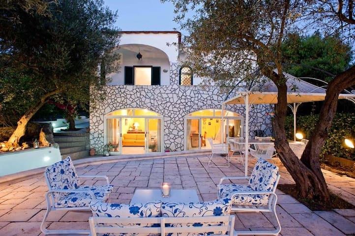 Tiberio Room in villa La Draghina