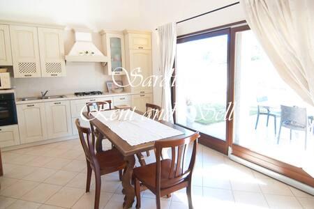 Cala Sinzias,villa Flora,5p,aria c.,350mt mare - Cala Sinzias - Casa de camp