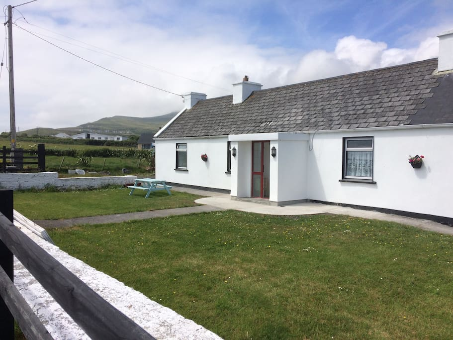 comfortable cottage in achill maisons louer dooagh mayo irlande. Black Bedroom Furniture Sets. Home Design Ideas