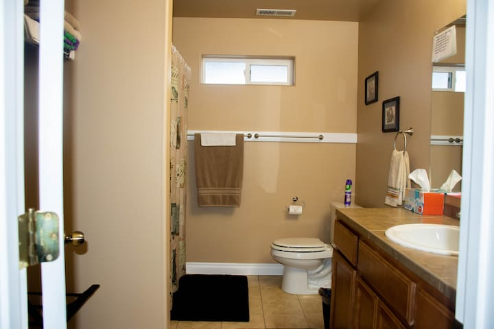Private Full Bathroom (Shower & Tub). Fluffy Towels, Wash Cloths, and All Essentials (Toilet Paper, Shampoo, Conditioner, Body Wash, Hair Dryer, & Iron) Provided.