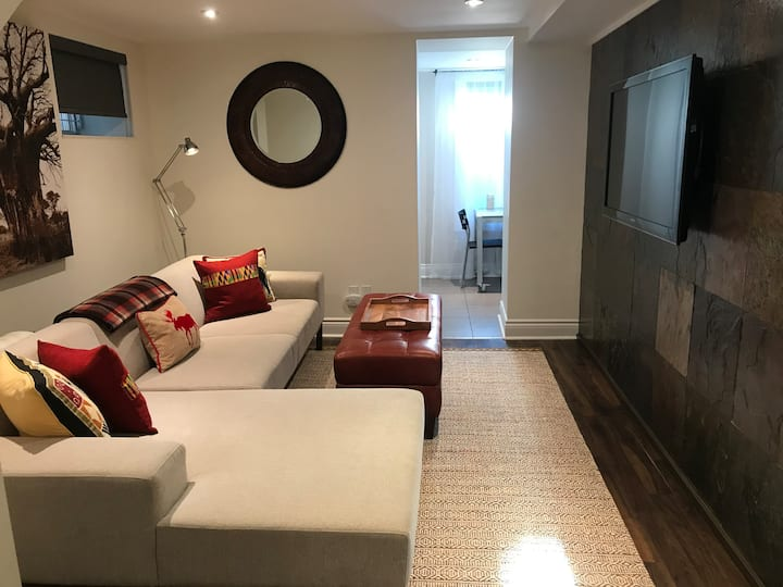 Cozy and comfortable space for 1 or 2 in High Park