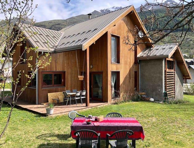 Maison moderne avec jardin Balnéo Sauna