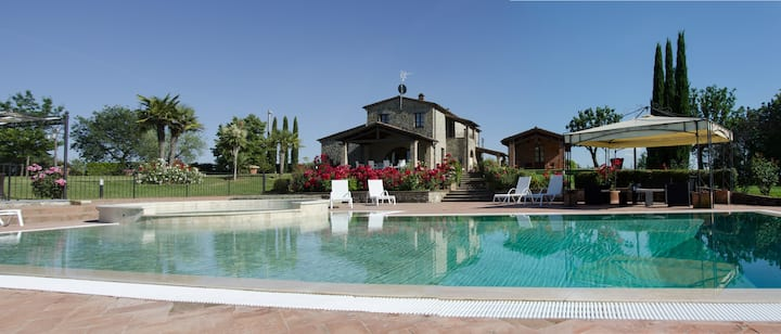 Luxury Villa with Infinity Pool in Tuscany