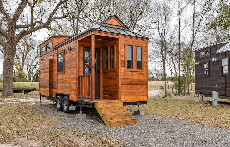 Beautiful Country-Themed Tiny House