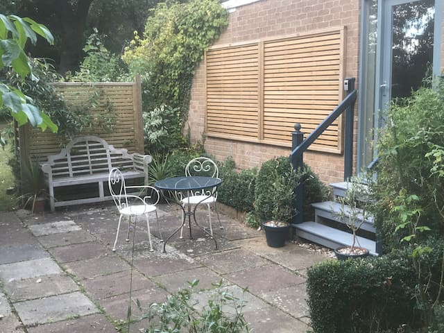 Style and comfort with parking, close to Cambridge