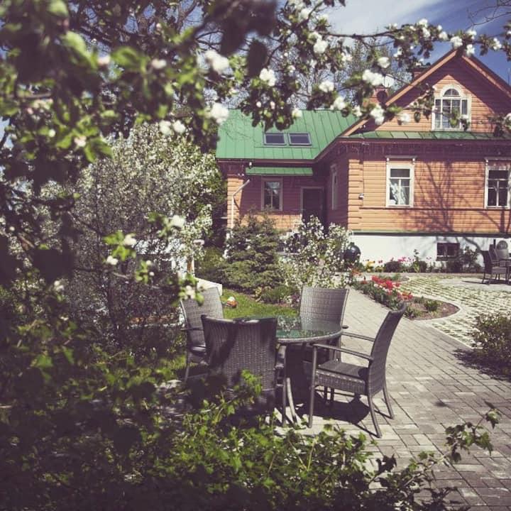 Уникальный гостевой дом (купеческий дом)