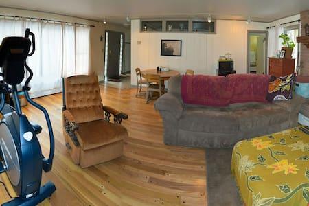 """""""West Wing"""" Private Suite - Laramie - Haus"""