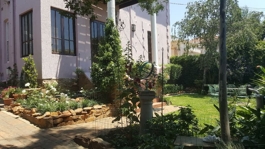Elegant accommodation in Fairwood, Joburg East