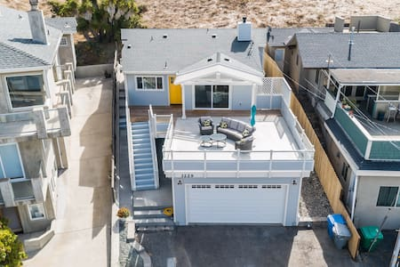 Cozy home w/ private deck & sweeping ocean views - relax & unwind
