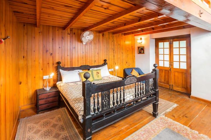 Deodar Suite (Bara Bungalow Gethia, Nainital)