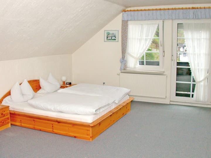 Hotel Zum Dorfkrug (Winterberg/Züschen) -, Hotel Zum Dorfkrug - Doppelzimmer Typ B im Haupthaus