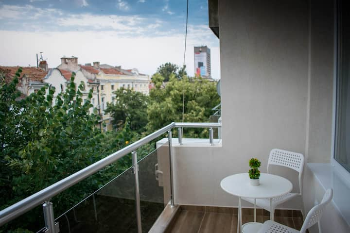 Super central apartment with terrace