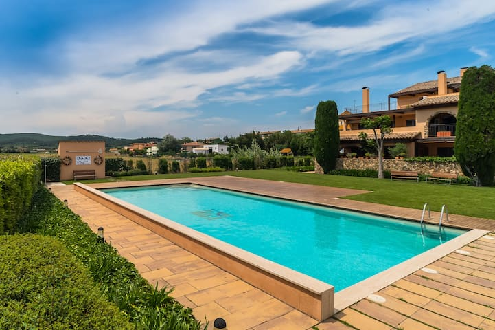 Costabravaforrent Montgri 8, up to 8, shared pool - Albons