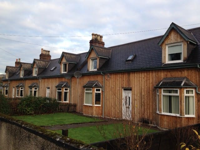 2 Dalmore Farm Cottages, Alness - Highland