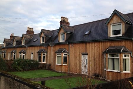 2 Dalmore Farm Cottages, Alness - ハイランド