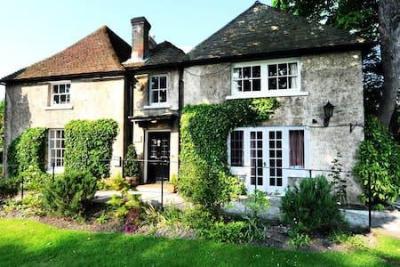 Chalk Farm LDC - Sleeps 5 - Breakfast included - Eastbourne - Bed & Breakfast