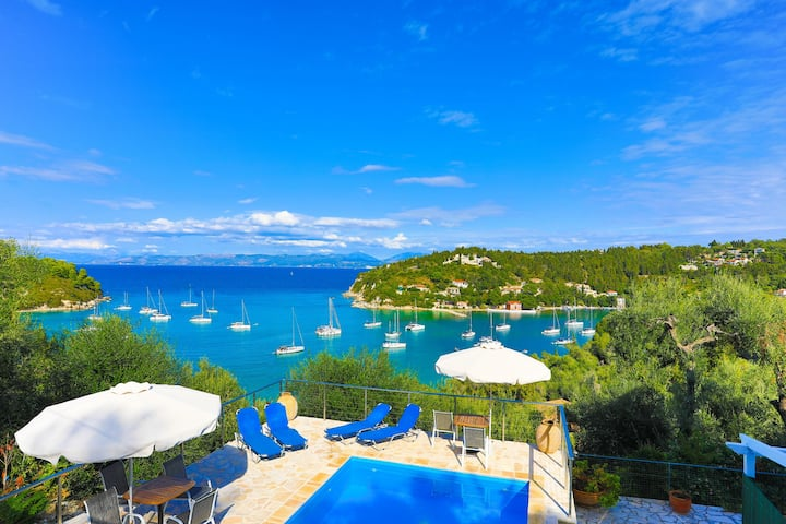 Villa Meropi: Sea Views,Private Pool,A/C,Free WiFi