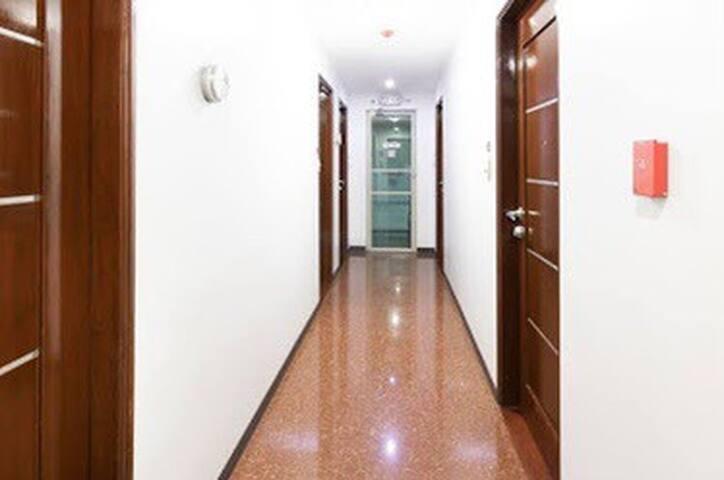 Private hotel room  near DFA, MOA and NAIA