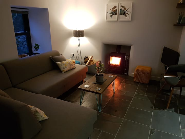 Cosy cottage, sea views, Solva, Pembrokeshire