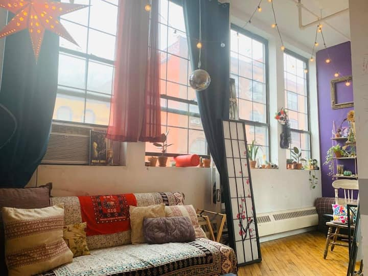 Comfy Room n Activist & Artist Loft