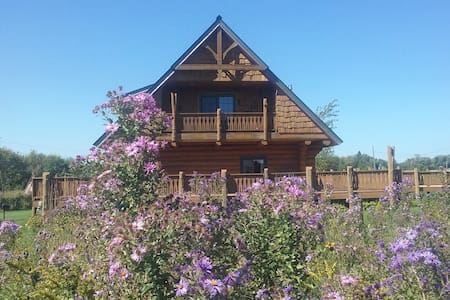 Log Cabin along the Shooting Star Bike Trail - Rose Creek - 小木屋