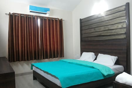 2BHK Apartments Close to Airport - ヴェルサオ