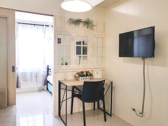 Chic and bright space at Berkeley near Ateneo / UP