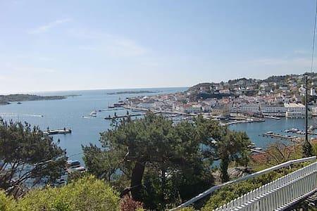 Panorama fra urbakken - Risor - Дом