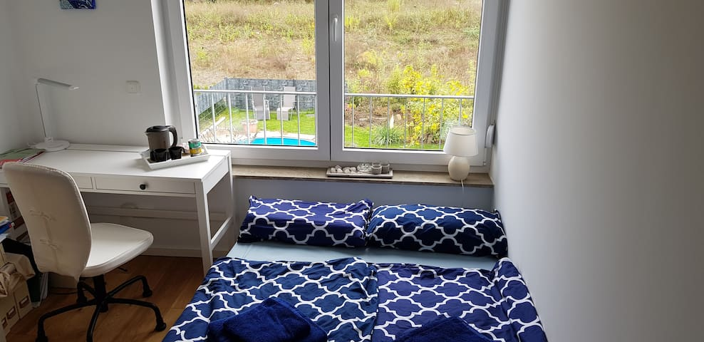 Cute and quite guest room 20 min from Center East
