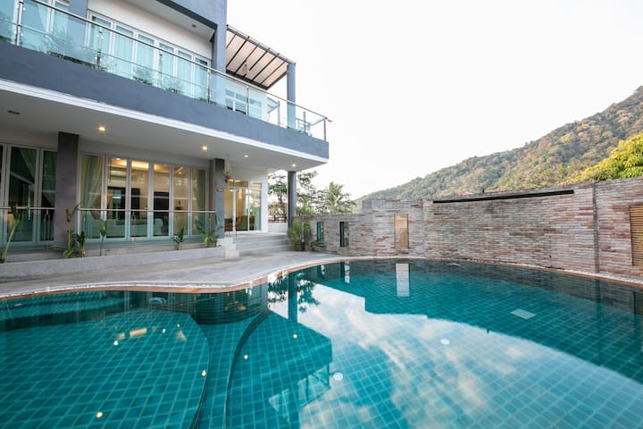 Big 2BR Apartment-Pool & Mountain view in Kata *7