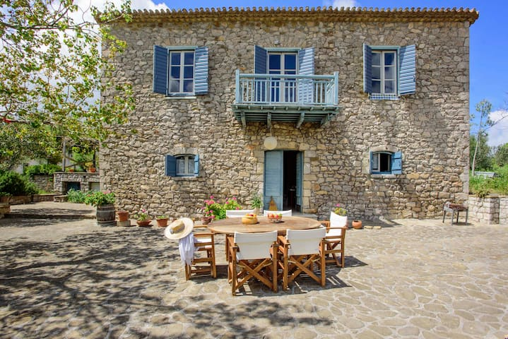Splendid stone house with vineyard, close to Pylos