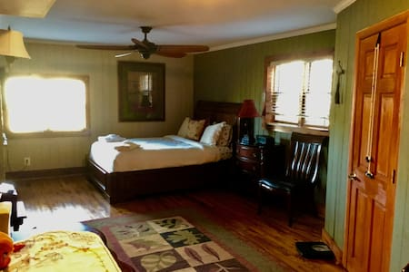 Executive cottage - Warrenton