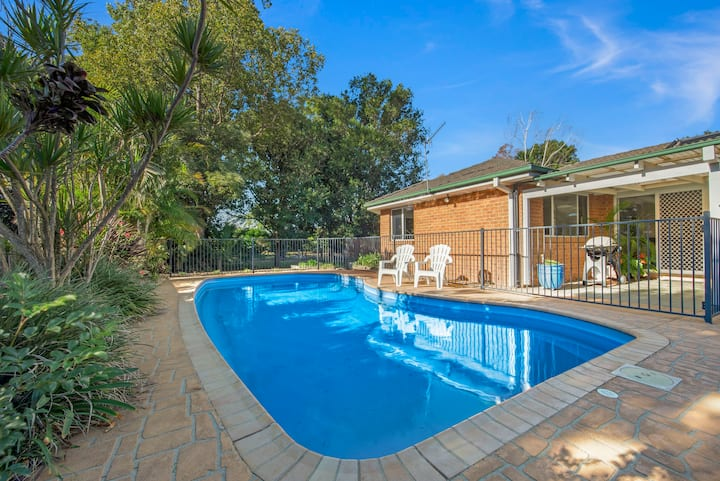 Wattle House - swimming pool, snooker table, BBQ