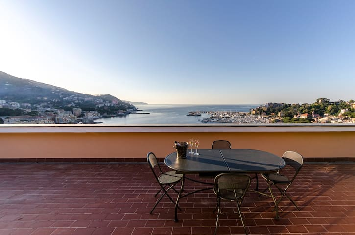 Hintown marvellous  Penthouse in Rapallo