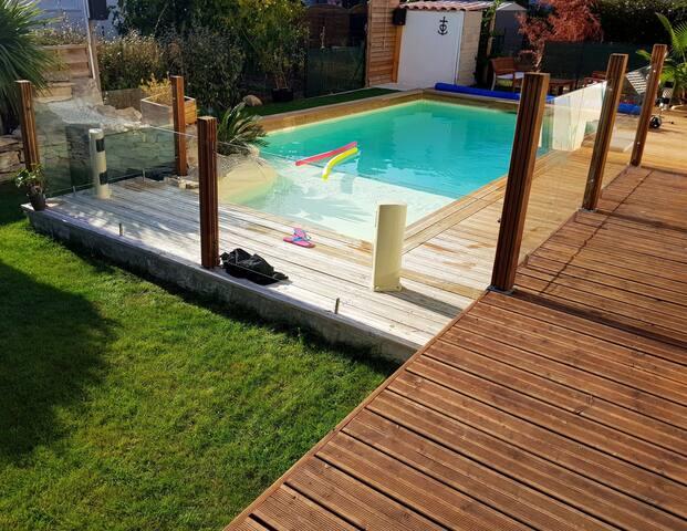 Chambre avec Sdb Wc cuisine privatifs, piscine