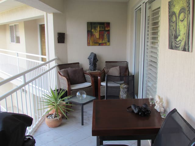 Breezy,ocean view close to cafes and surf club - Mermaid Beach - Huoneisto
