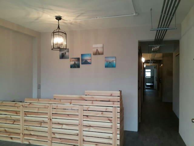 新開幕,驚喜價!明亮乾淨便利的背包客宿舍,物超所值的上下舖的獨立床位 - Daxi Starbucks - 公寓