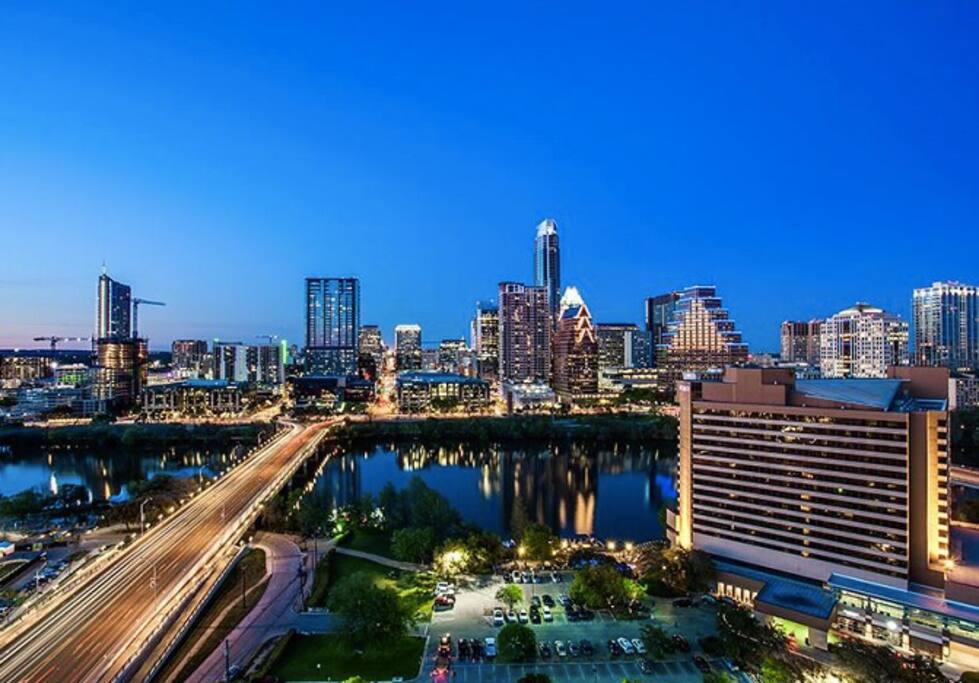Conveniently located one block from The Long Center and Auditorium Shores Direct access to Lady Bird Lake hike and bike trails and kayaking. Panoramic views of Town Lake and downtown Austin