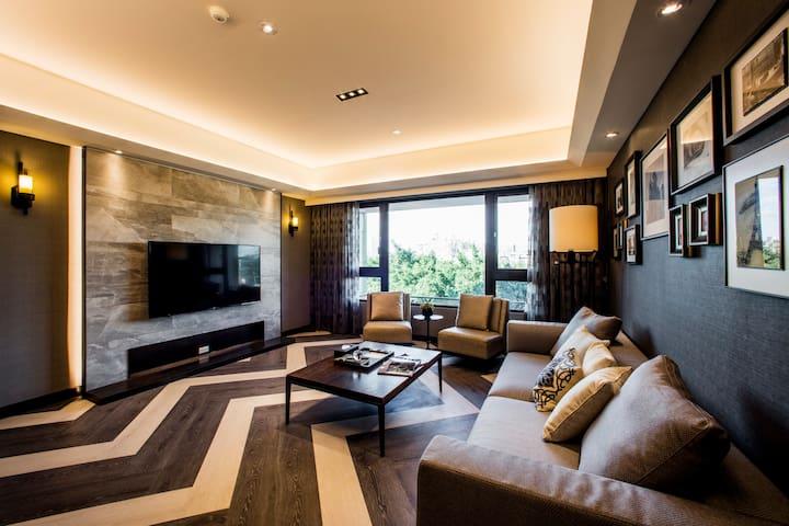 舒適飯店式公寓(4樓),步行至捷運站只需10分鐘,搭車到101只要5分鐘,室內180平方公尺
