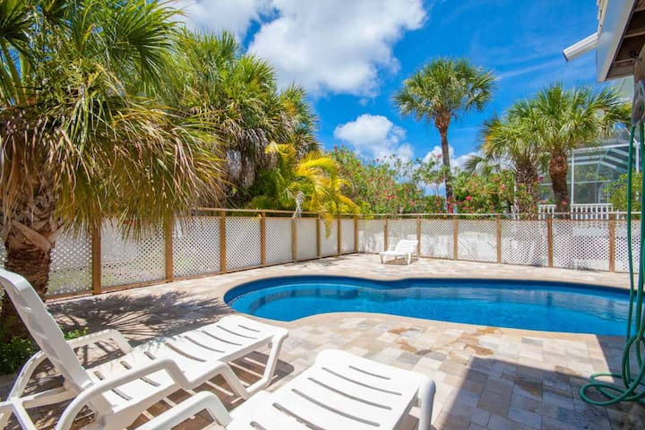 Private Pool Home with Spectacular Views to Beach - Captiva
