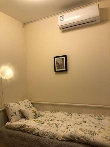 101房:单人床,一楼,带卫生间
