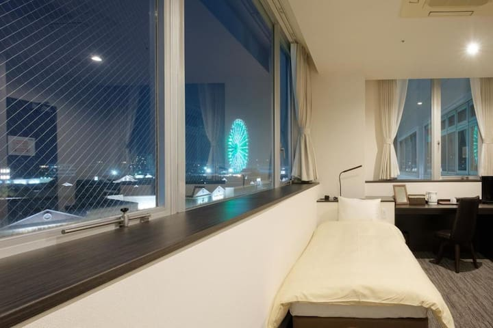 Twin Room one stop away from Kansai Airport with Buffet Breakfast