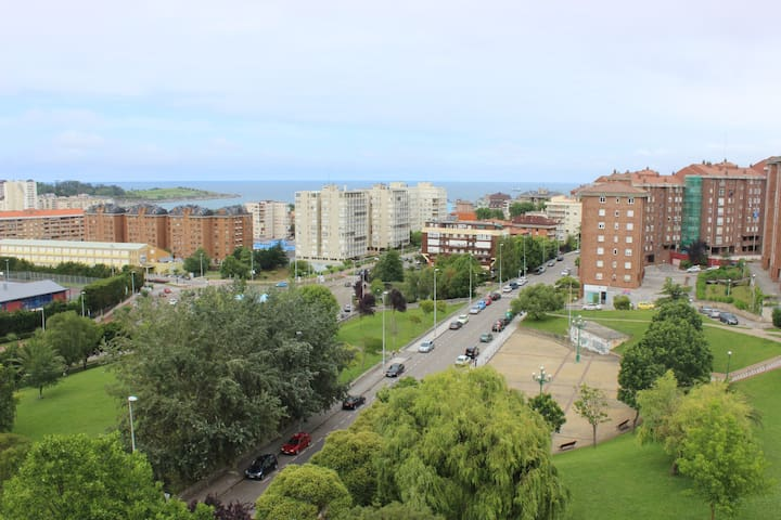 Casa/apto. Prox. playa y centro. Frente a UIMP - Santander - Huis