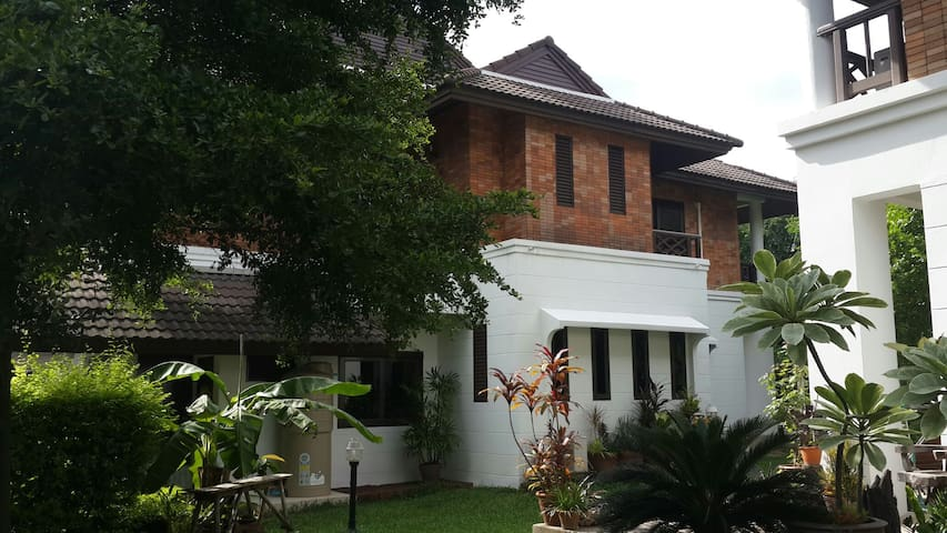 Private Big Townhouse 3 Bedroom - Rangsit - Casa adossada