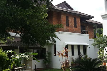 Private Big Townhouse 3 Bedroom - Rangsit - Rekkehus