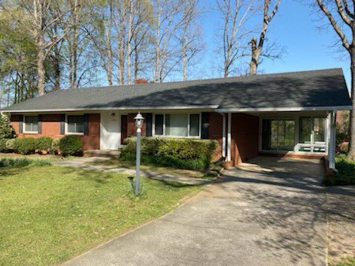 Affordable and cute little house in Cary!