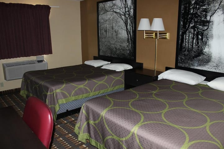 Sky-Palace Inn & Suites Stillwater - Deluxe 2 Queen Bed Non-Smoking
