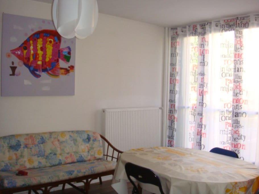f1 meuble 2 personnes flats for rent in chalon sur sa ne bourgogne franche comt france. Black Bedroom Furniture Sets. Home Design Ideas